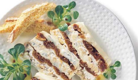 Gorgonzola-Terrine mit Trockenfeigen und Nüssen