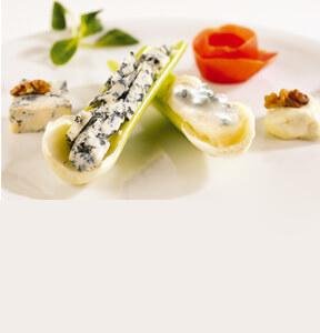 Сердца из сельдерея с сыром горгонзола