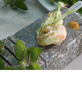 CRUNCHY COURGETTE FLOWERS WITH GORGONZOLA