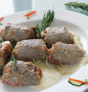 MEAT ROLLS WITH BACON AND GORGONZOLA